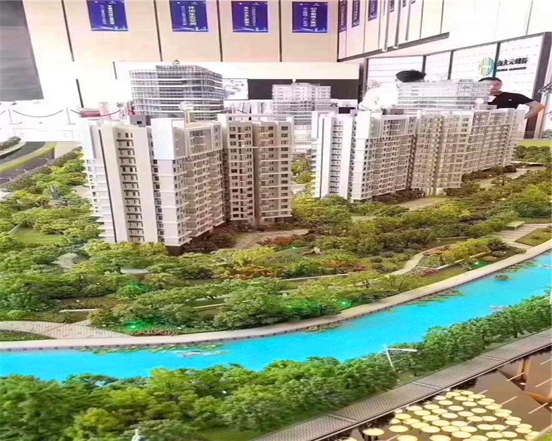 光明精装大红本公寓(光明凤凰城公寓)10栋花园